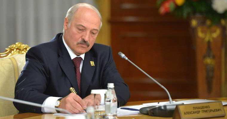 Лукашенко может сбежать в Россию