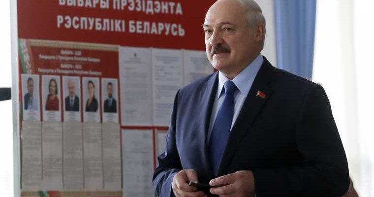 Лукашенко привел войска в боевую готовность
