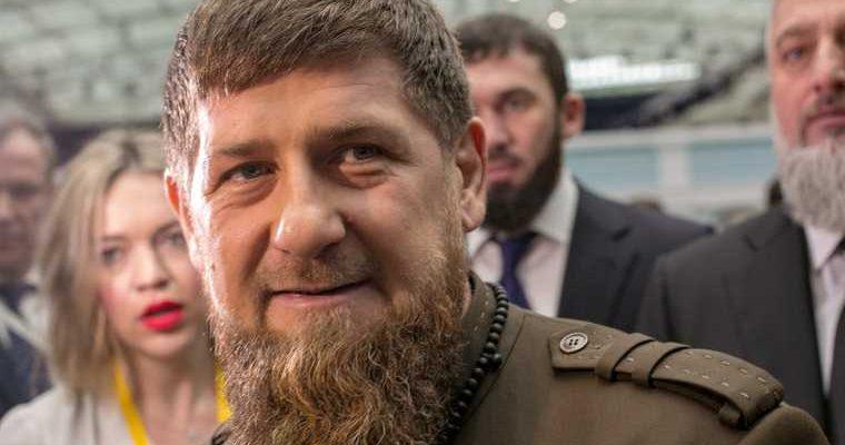 Кадыров чеченцы моют ноги в часовне