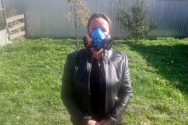 Поселки под Екатеринбургом накрыл опасный газ. Жители надевают респираторы. Фото