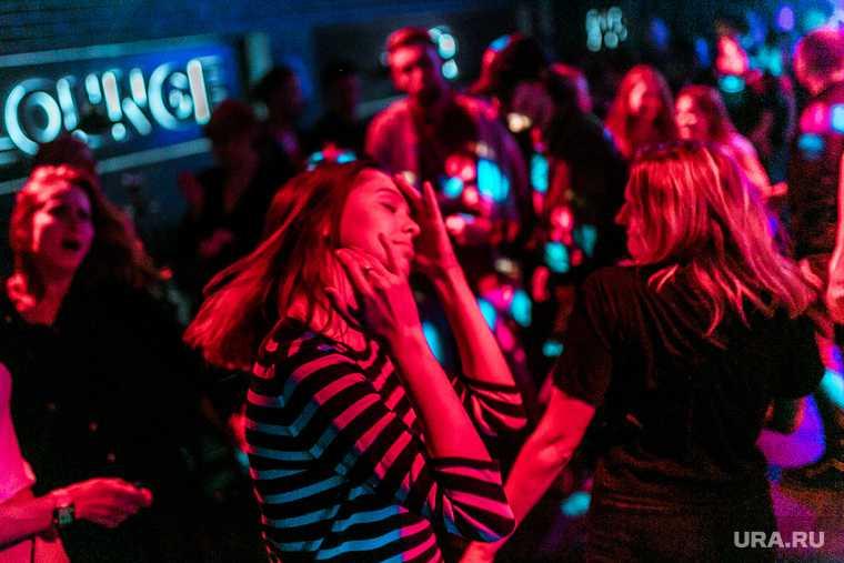 В Подмосковье приостановили деятельность клубов и ресторанов в ночное время