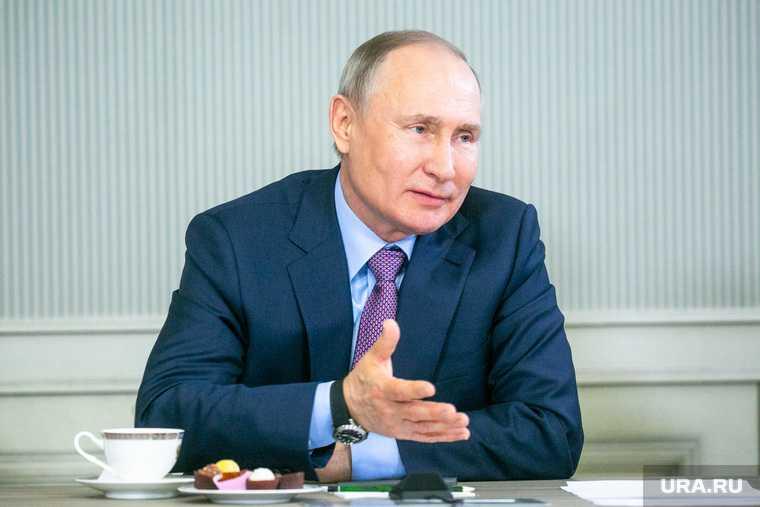Путин заступился за поэтов и пошутил про математиков