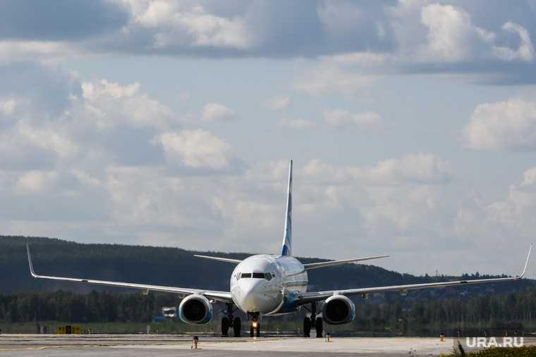 российская авиакомпания выпустила суперджет «Геленджик»
