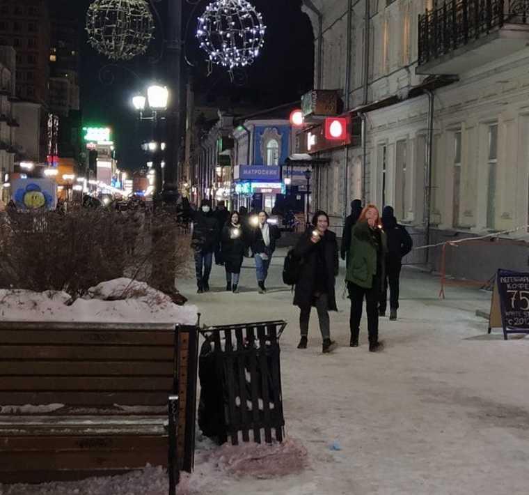 В Екатеринбурге проходит акция за Навального с фонариками. Фото