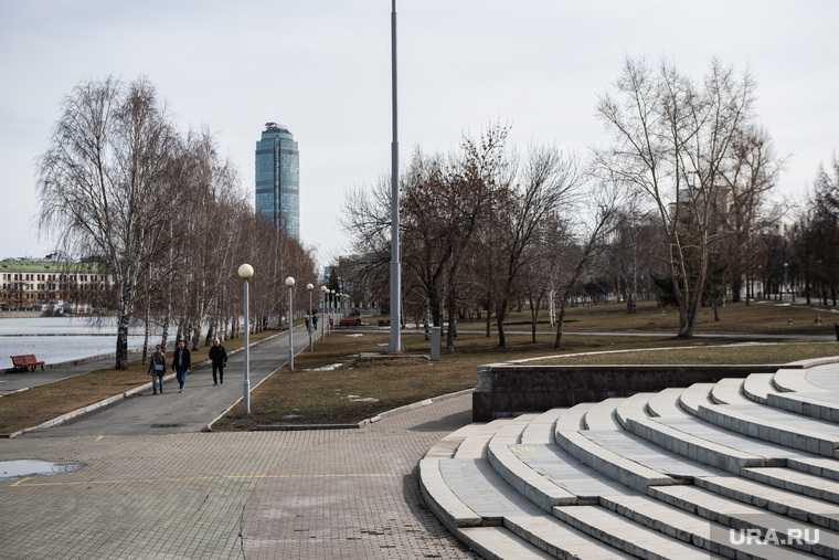 Жизнь города во время нерабочей недели, объявленной президентом РФ для снижения темпов распространения коронавируса COVID-19. Екатеринбург
