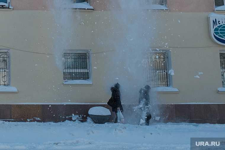 Пермь снег упал женщина
