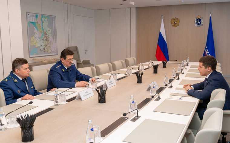 Виктор Эпп прокурор ЯНАО назначение первый рабочий день встречи