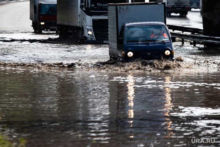 новости хмао талый снег затопило улицы двор в воде огромные лужы негде встать припарковаться кучи снега коммунальщики не справляются