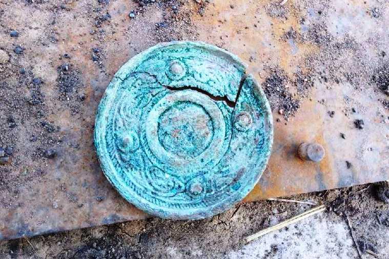В Курганской области нашли уникальное зеркало времен Золотой Орды. Фото
