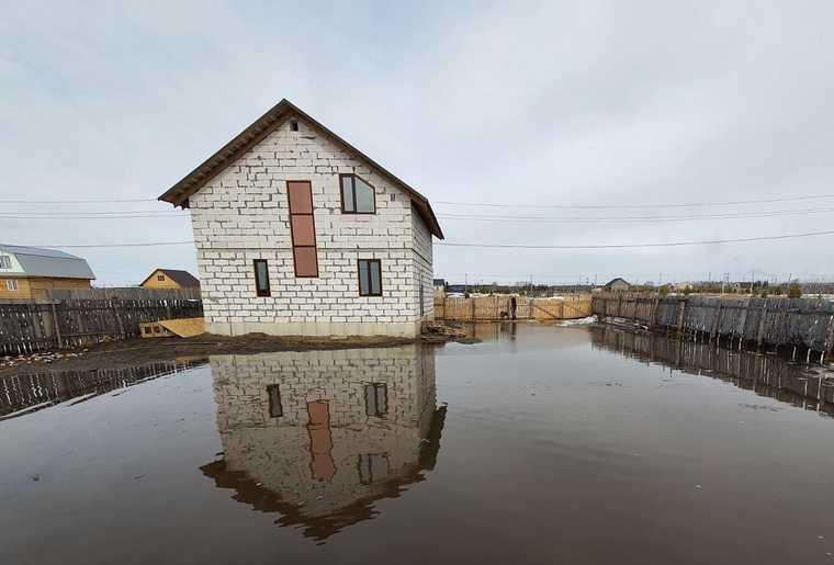 В Шадринске затопило микрорайон, куда зимой свозили снег. Фото