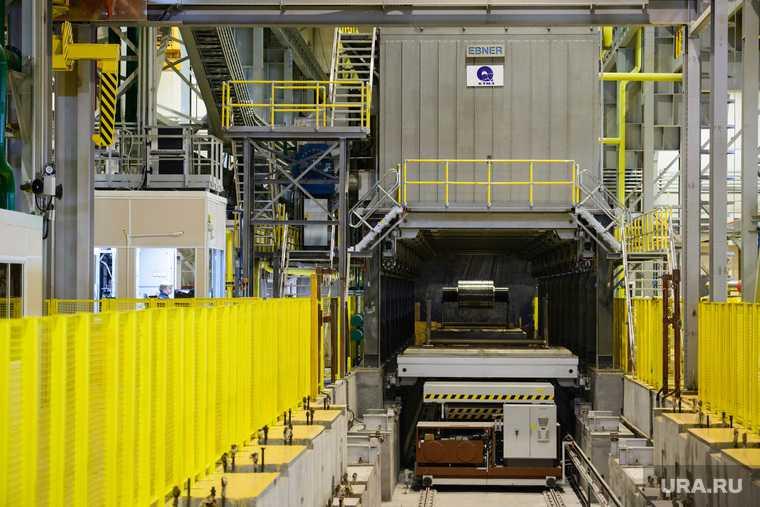 Пуск первой очереди прокатного комплекса Каменск-Уральского металлургического завода (КУМЗ).