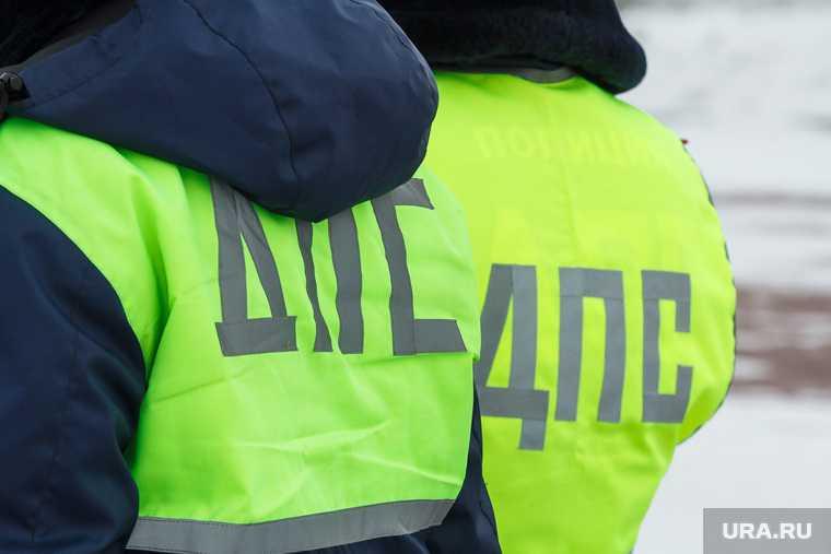 новости хмао бросил деньги в полицейского сотрудника дпс силовика предложил взятку попытался откупиться